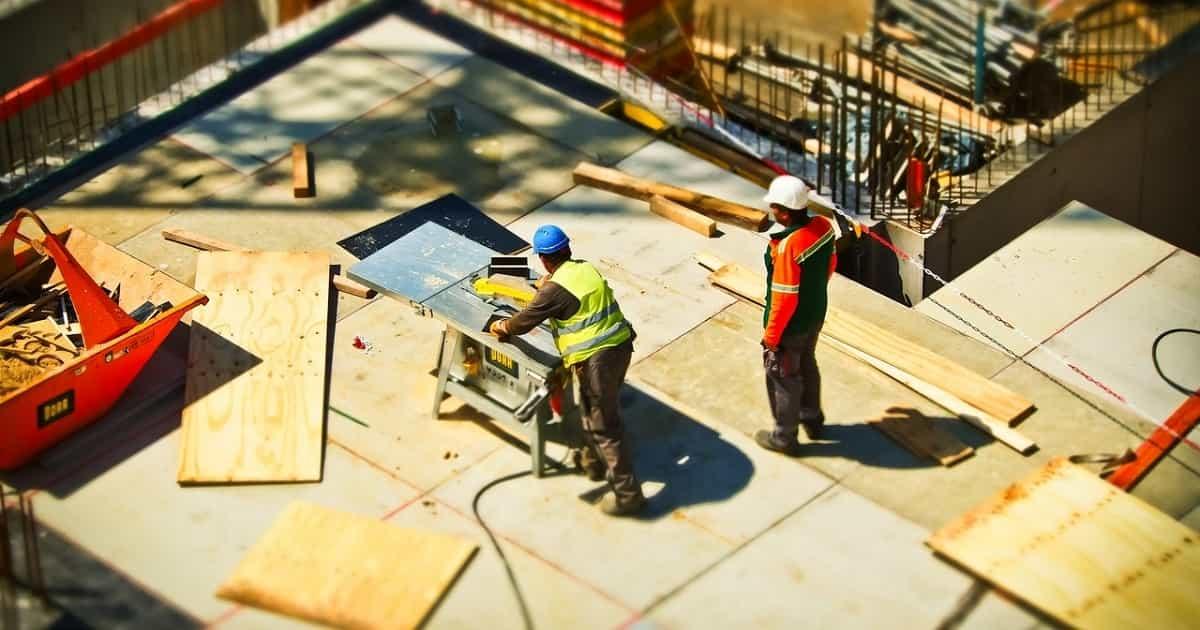 Työntekijän palkan sivukulut ovat kynnyskysymys monelle rekrytointia miettivälle yrittäjälle.